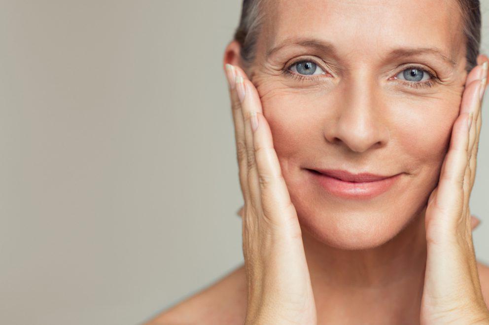 Voir Lifting du visage et du cou ou lifting cervicofacial